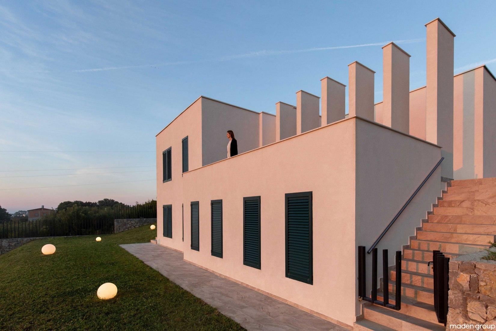 La Casa de la Colina por Maden Group. Fotografía por Leonit Ibrahimi