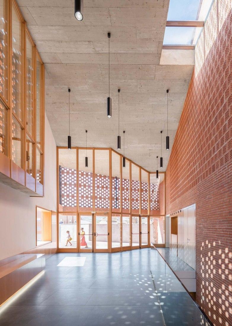 Teatro-Auditorio en el casco histórico de Illueca por Magén Arquitectos. Fotografía por Rubén Pérez Bescós