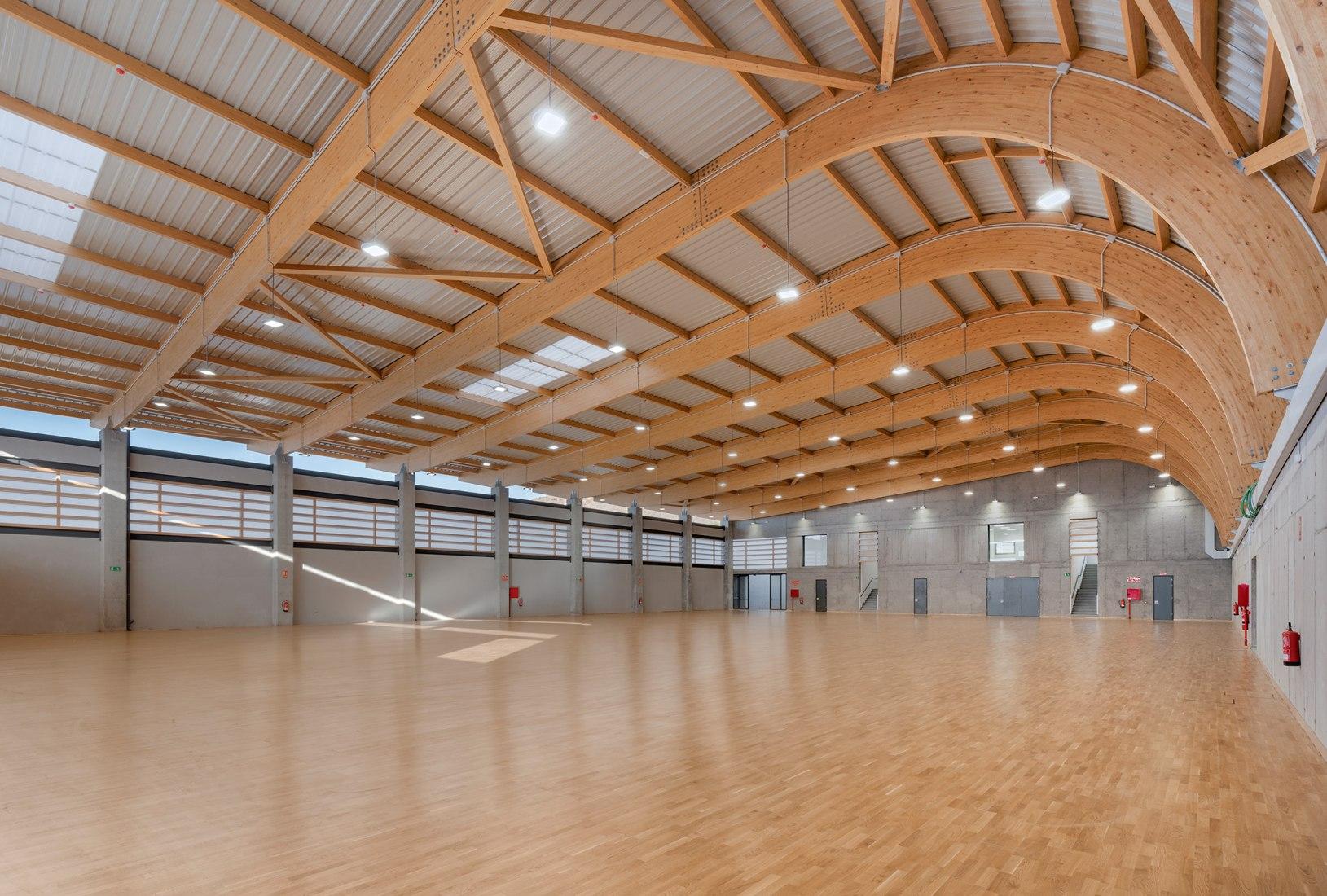 Valle San Lorenzo Municipal Sports Hall by Makin Molowny Portela. Photograph by Maxim Deknock