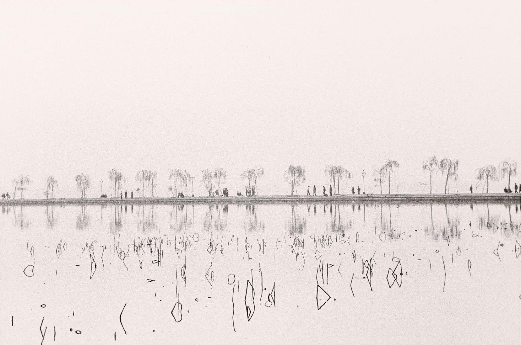 Lago de Hangzhou, 1979 por Manel Armengol. Imagen cortesía Fundación Foto Colectania