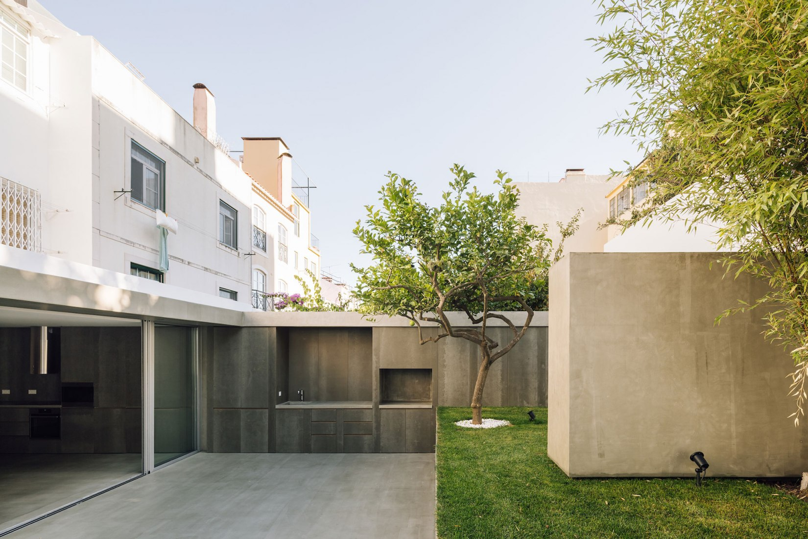 Apartamento na Lapa by Manuel Cachão Tojal. Photograph by Francisco Nogueira
