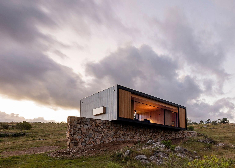 Vista exterior del Refugio en Villa Aguy por MAPA. Fotografía © Leonardo Finotti.