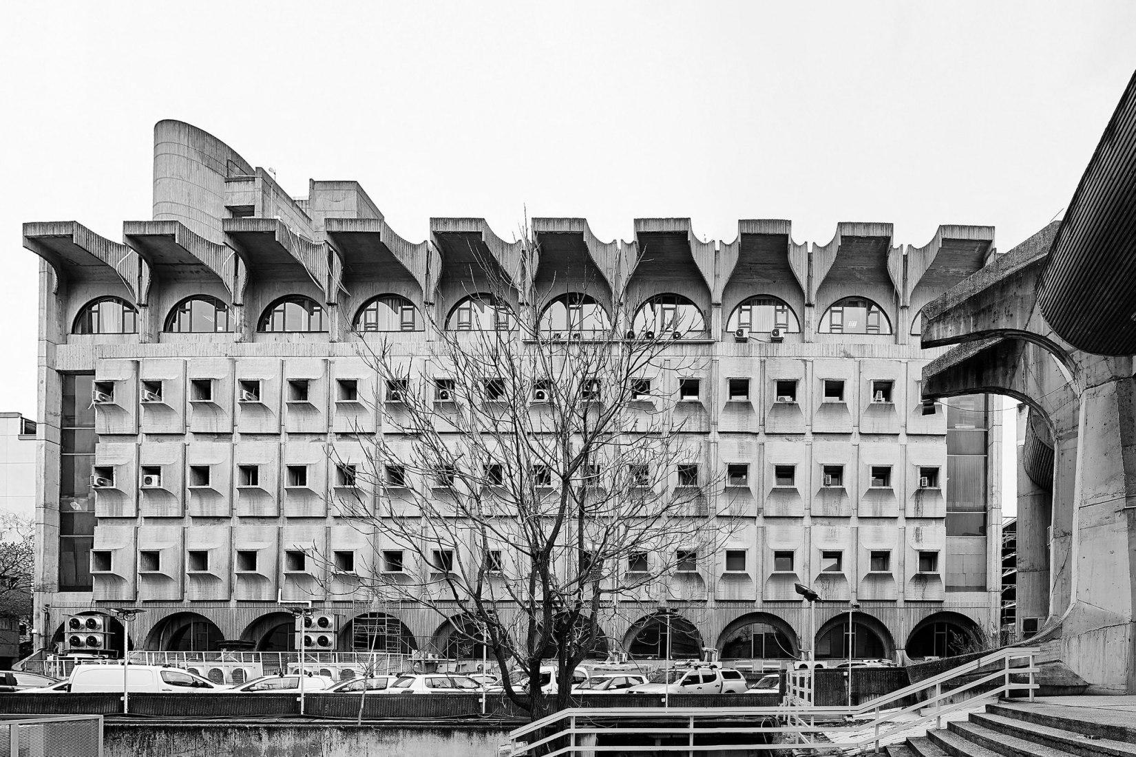 Macedonian Telekom, la oficina central de correos de Skopje (Janko Konstantinov, 1974). Fotografía de Vase Amanito para Blue Crow Media