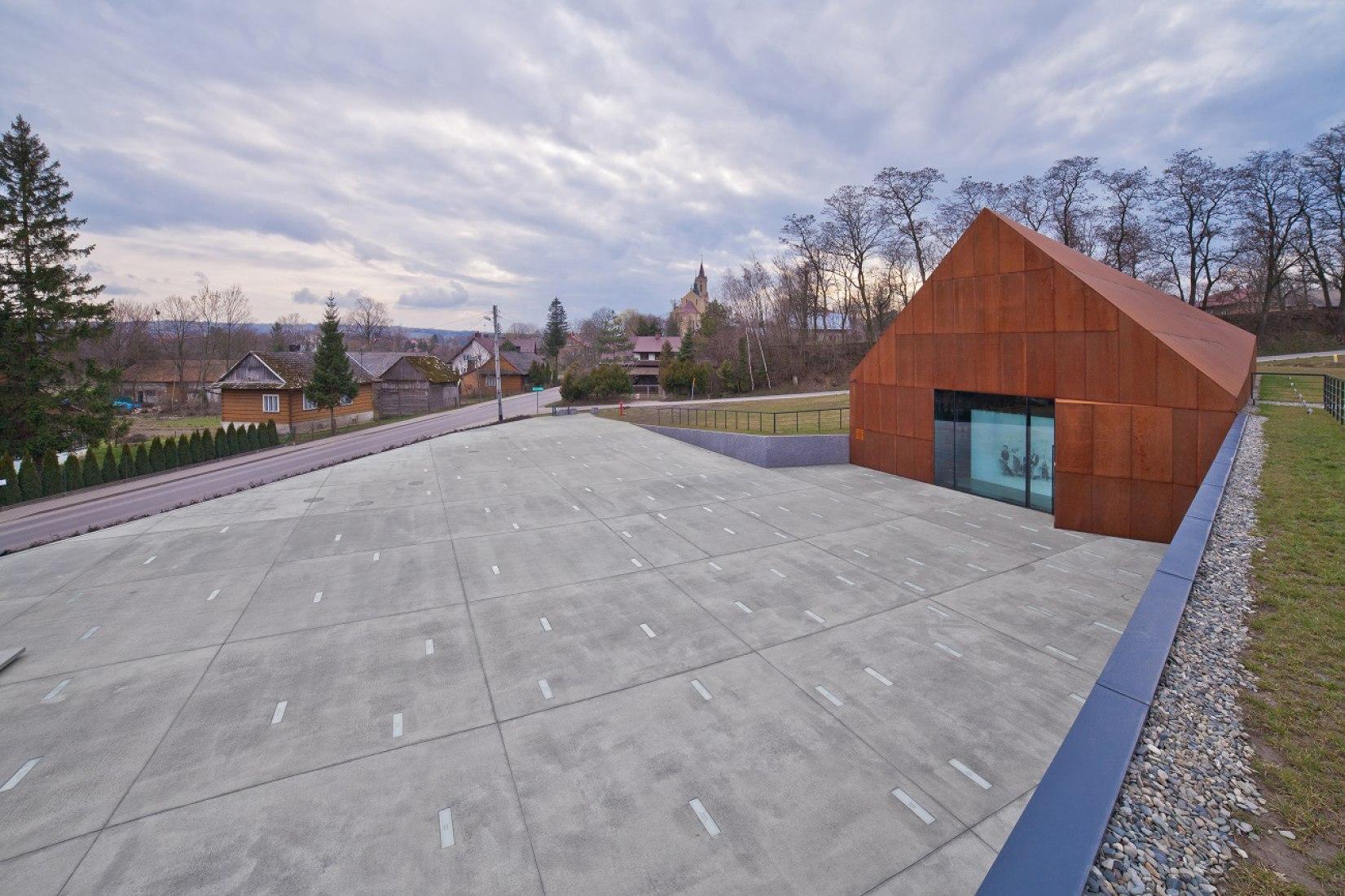 Vista exterior del Museo de la Familia Ulma por Nizio Design International. Fotografía © L.Kwartowicz. Imagen cortesía de Nizio Design International.