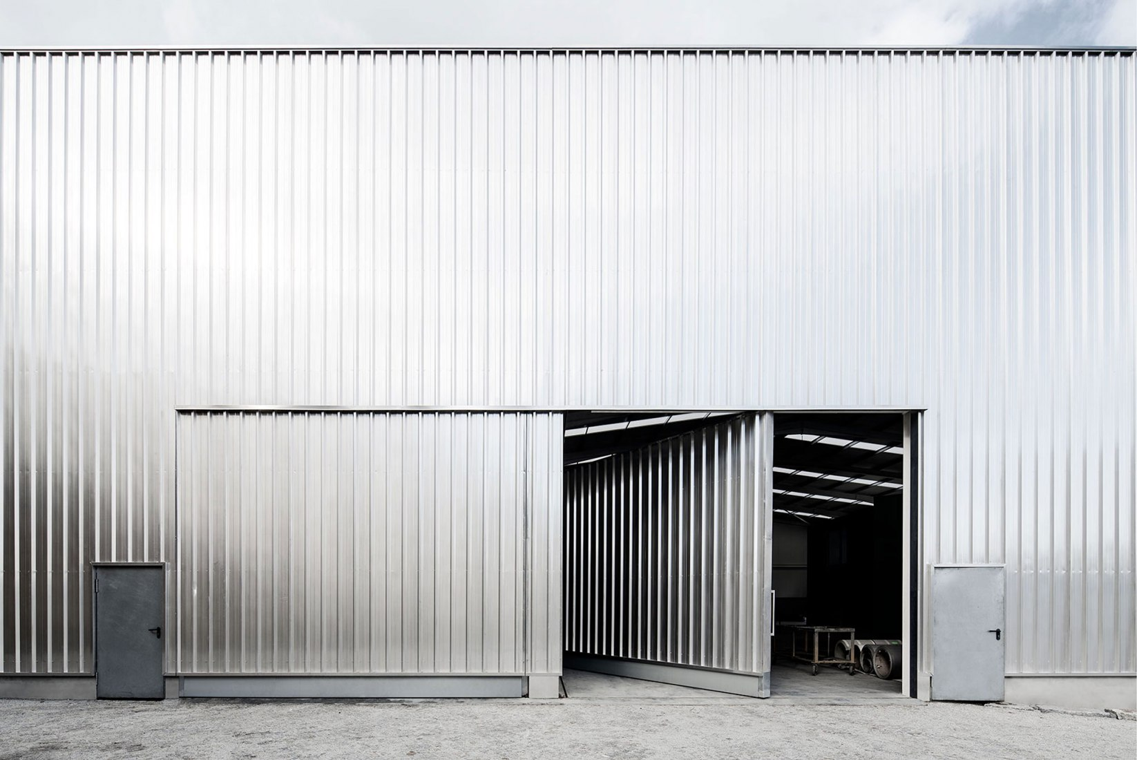 Steel warehouse by M-AO. Photograph by NUDO