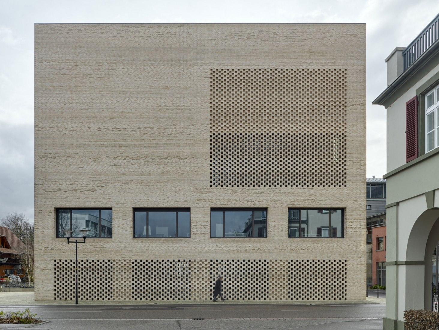 Pared de ladrillo. Biblioteca de la ciudad de Heidenheim por Max Dudler. Fotografía por Stefan Müller