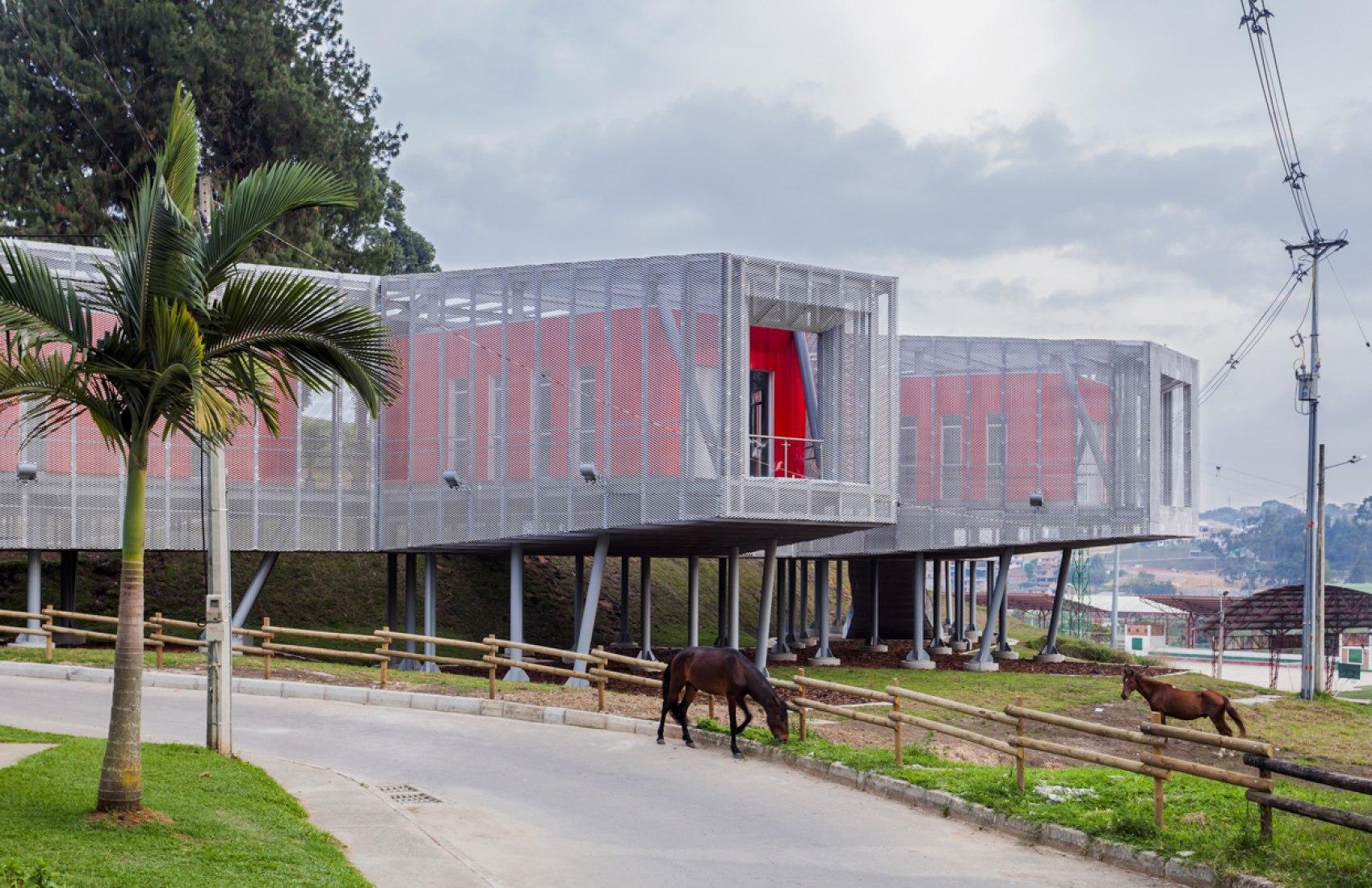 Outside view of the Educational Park of Marinilla by El Equipo de Mazzanti. Photograph © Rodrigo Dávila.