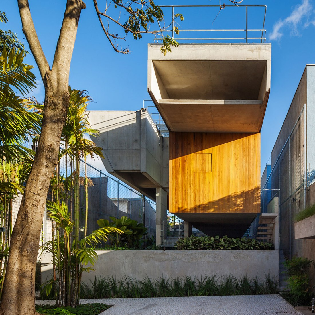Weekend House by Angelo Bucci. Photograph © Nelson Kon. Image courtesy of MCHAP.
