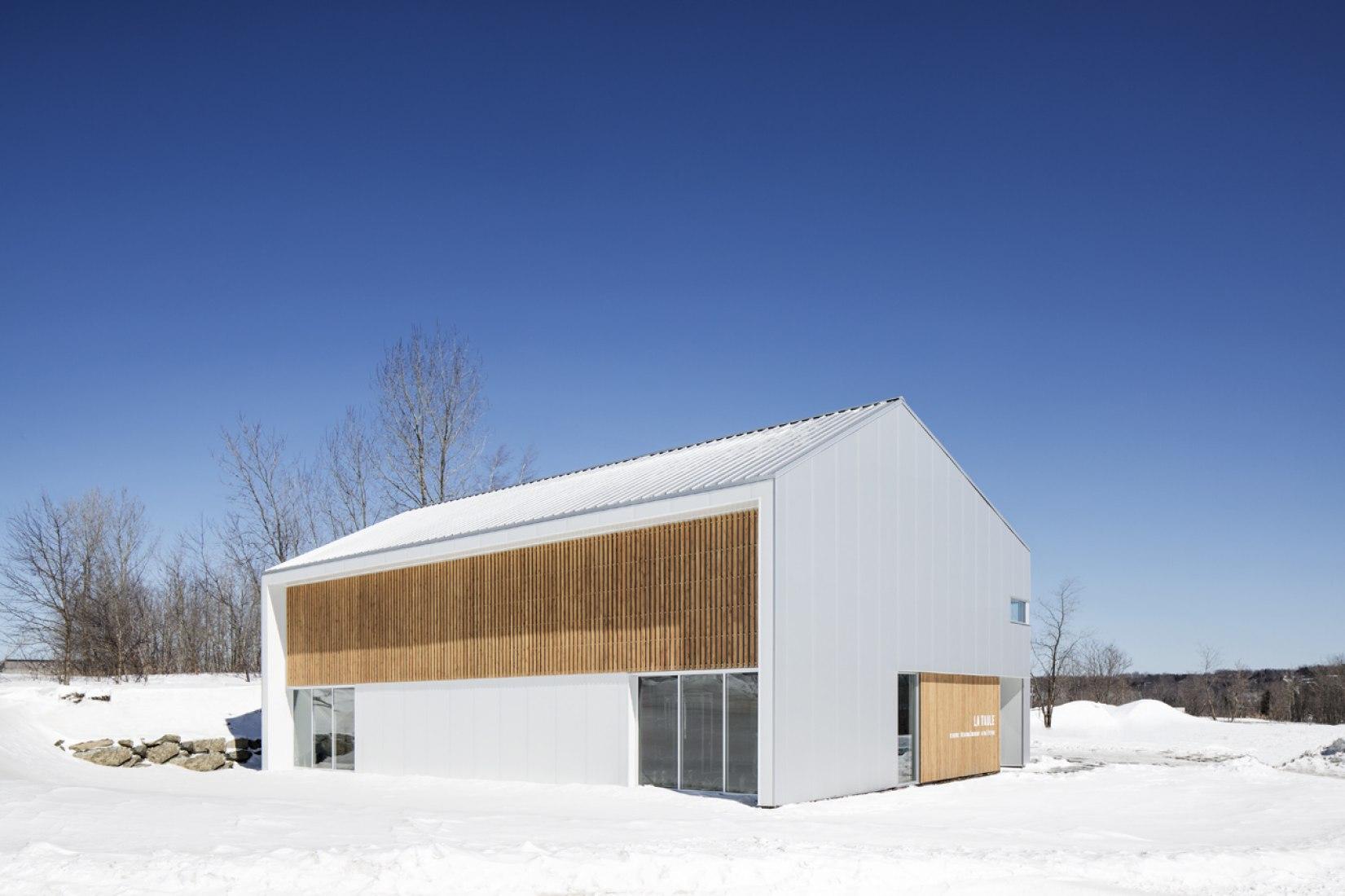 Exterior view. Sport Centre La Taule by microclimat. Photography © Adrien Williams.
