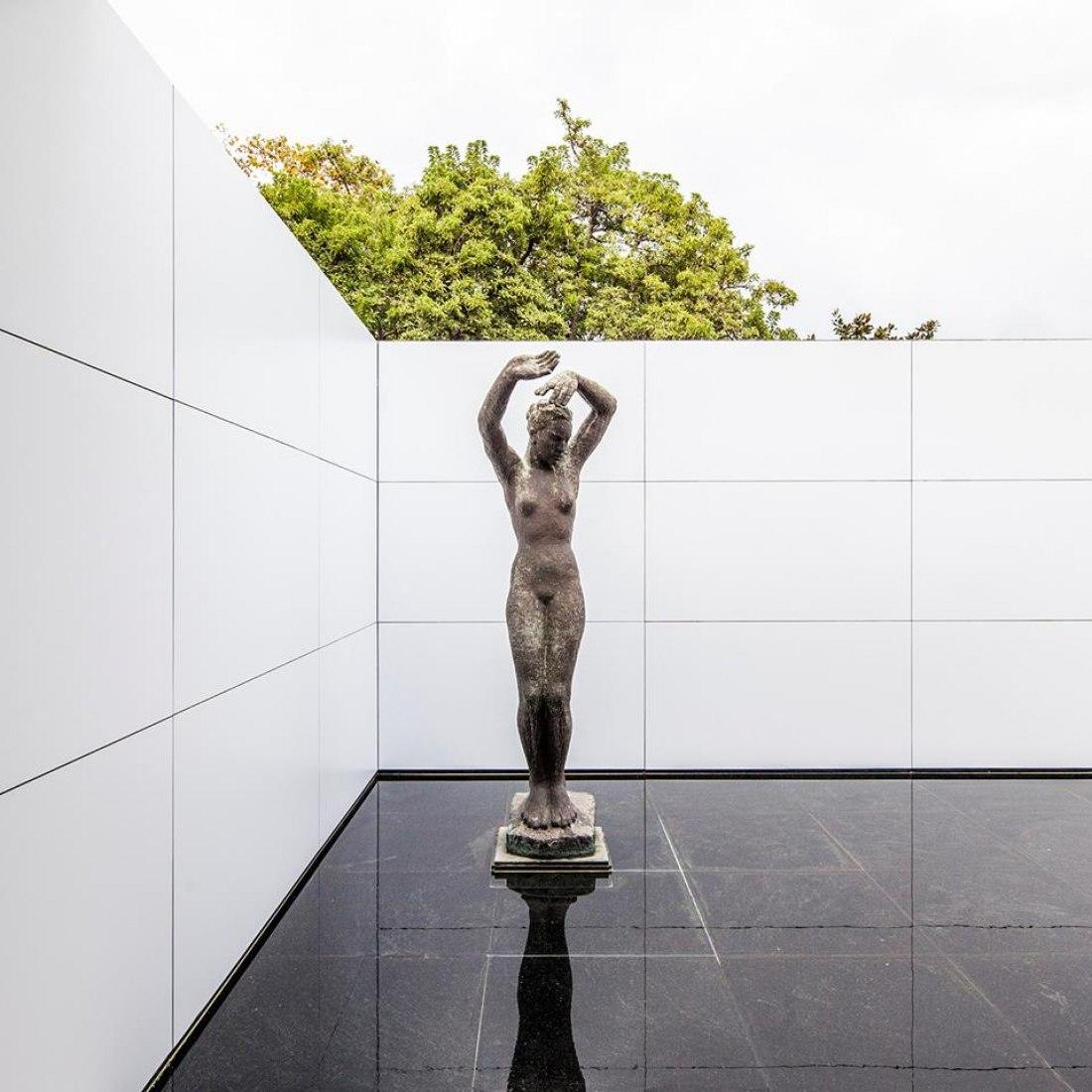 12.11.2017 Mies missing materiality por Anna & Eugeni Bach. Fotografía © Adrià Goula.