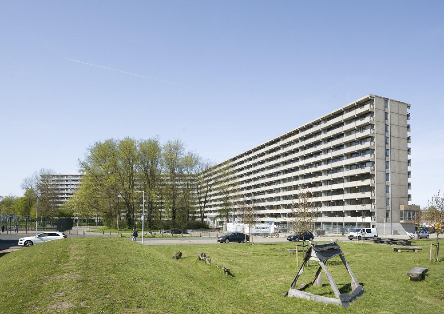 Los cinco finalistas. Imagen del exterior. deFlat Kleiburg por NL Architects y XVW architectuur. Imagen © Marcel van der Brug.