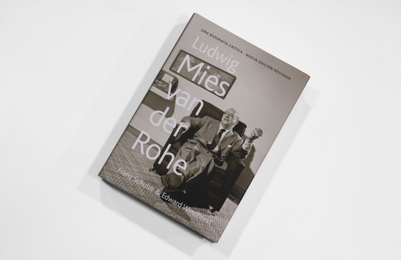 Cover 'Mies van der Rohe. A critical biography' New and revised edition' by Franz Schule y Edward Windhorst