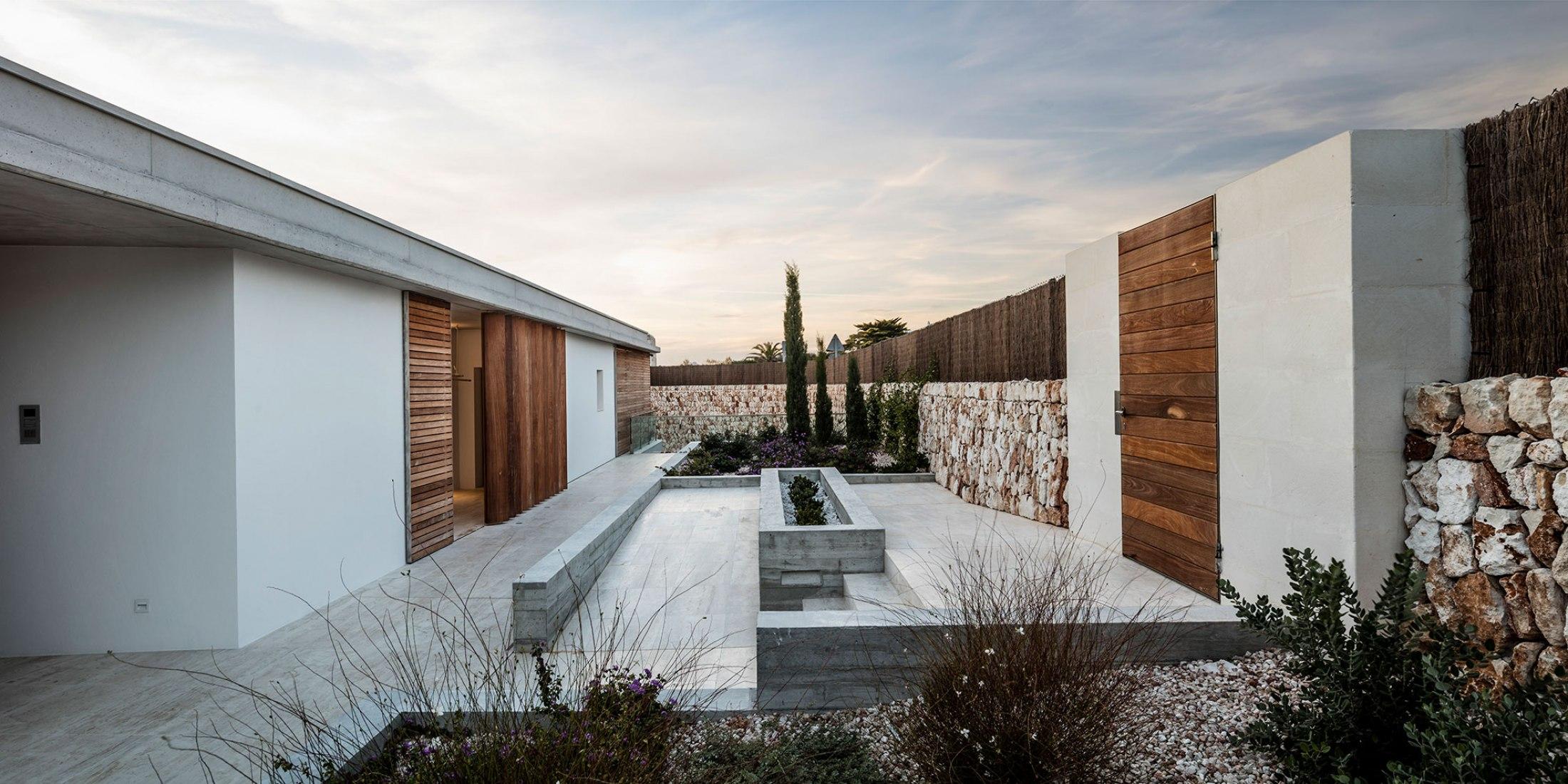 Casa E por Gabriel Montañés. Fotografía por Adrià Goula