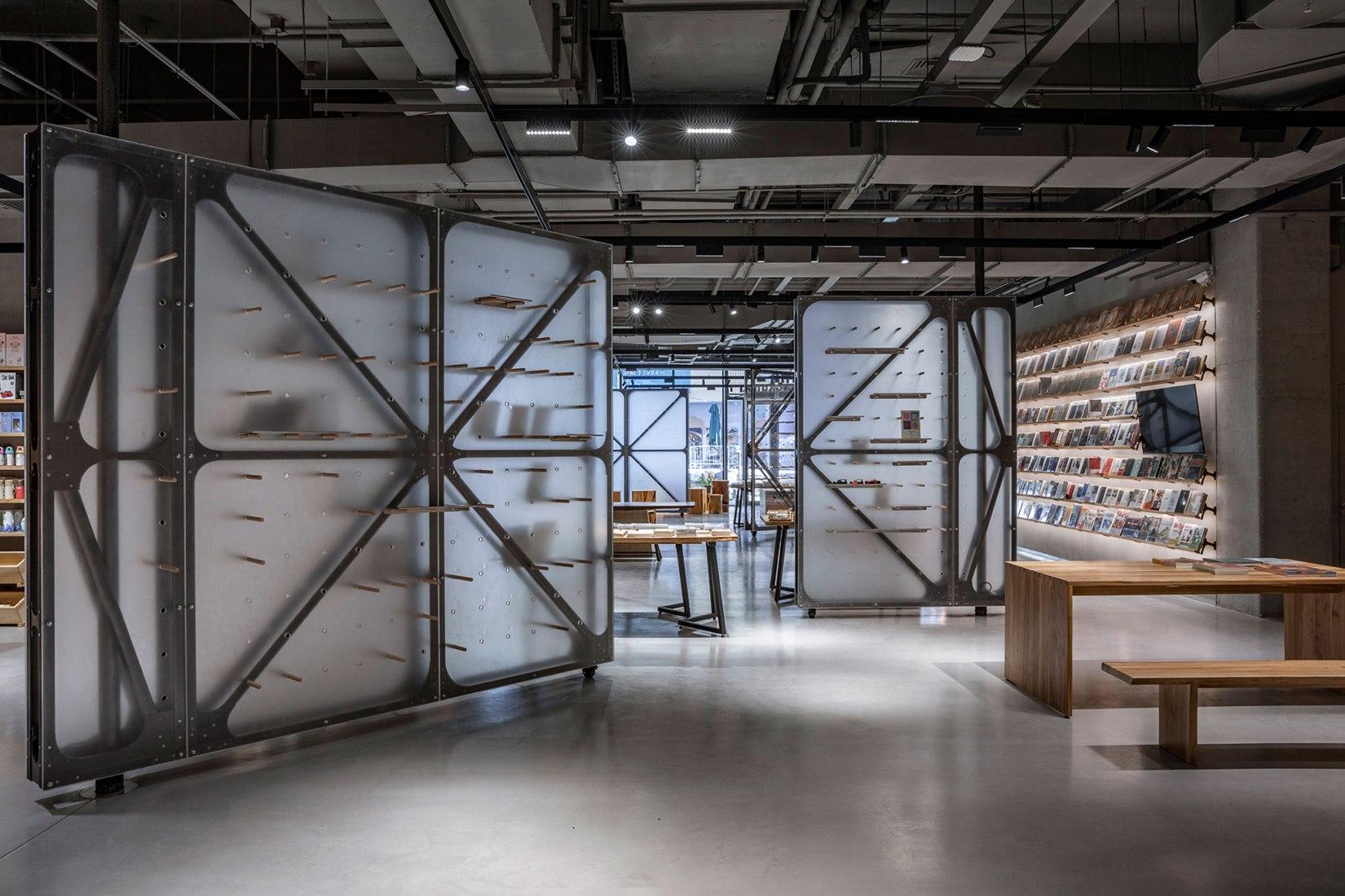 Mumokuteki Concept Bookstore by LUO studio. Photograph by © Jin Weiqi.