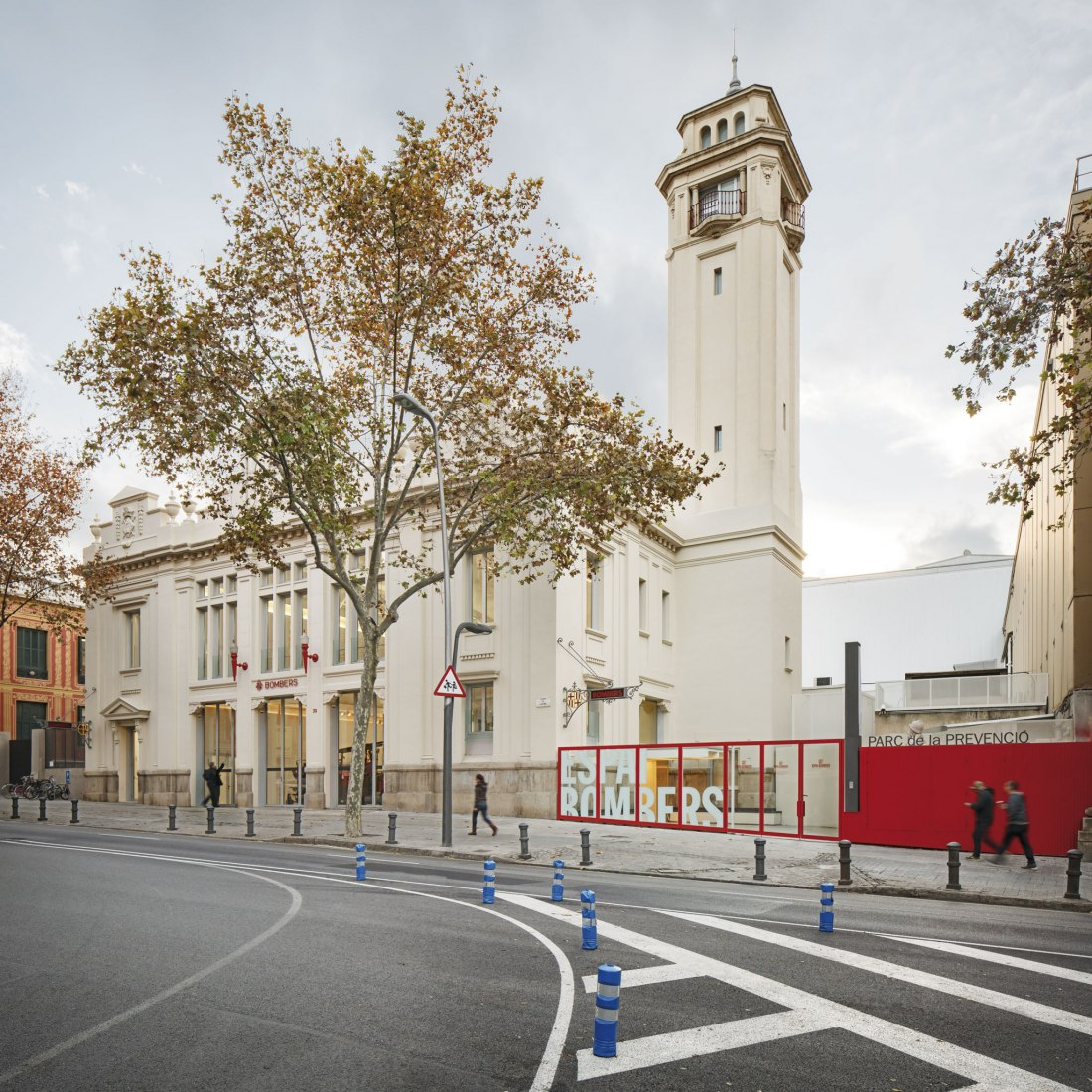 Renovation of an Old Fire Station of the Poble Sec in Barcelona by Roldán + Berengué Architects. Photography © Jordi Surroca