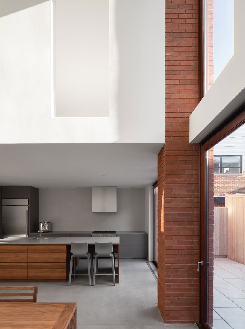 Casa de Ladrillo por Natalie Dionne Architecture. Fotografía por Raphaël Thibodeau