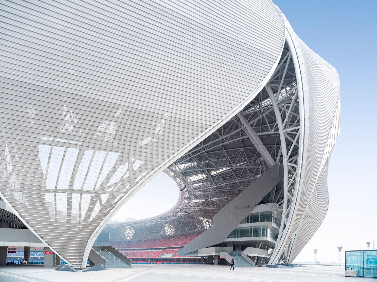 Complejo Deportivo Olímpico de Hangzhou por NBBJ. Fotografía por Shao Feng