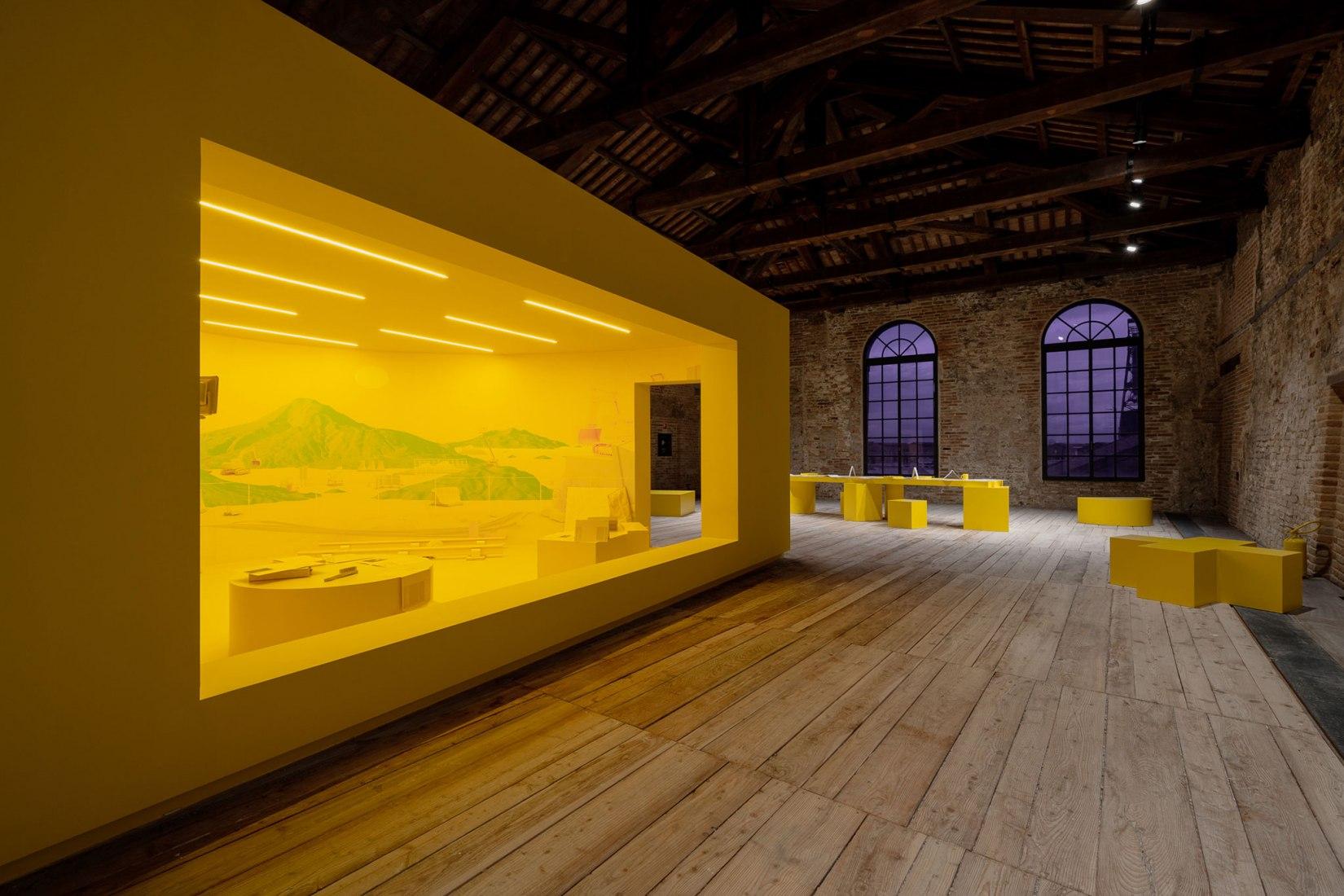 Pabellón de Turquía de la Biennale di Venezia por Neyran Turan. Fotografía por Andrea Avezzù.