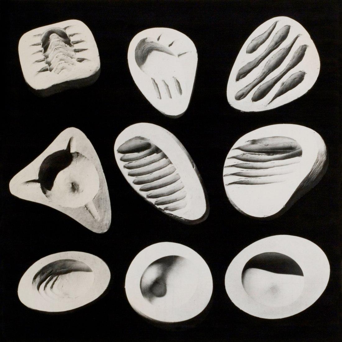Isamu Noguchi, Ashtray Prototypes, c. 1945–48. Plaster. The Noguchi Museum Archives. ©INFGM / ARS. Image courtesy of Noguchi Museum