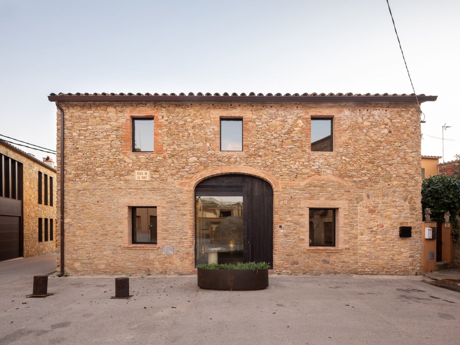 Renovation in a medieval town by Nordest arquitectura. Photograph by Filippo Poli