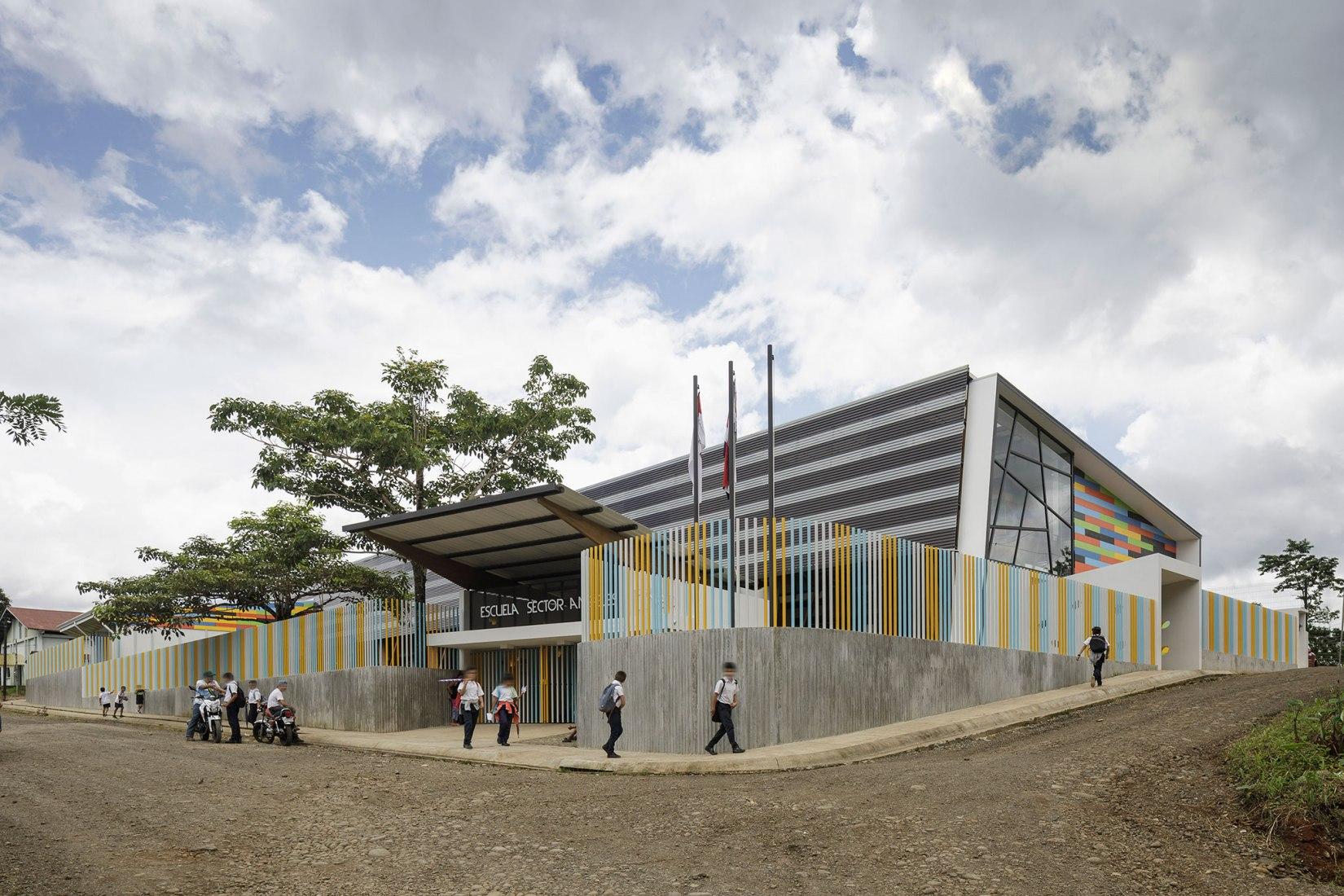 A public school in the rainforest of Costa Rica by Norte Sur Arquitectos. Photograph by Fernando Alda