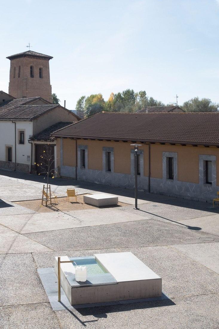New Mansilla Mayor Square by Ocamica Tudanca Arquitectos. Photograph courtesy of Ocamica Tudanca Arquitectos