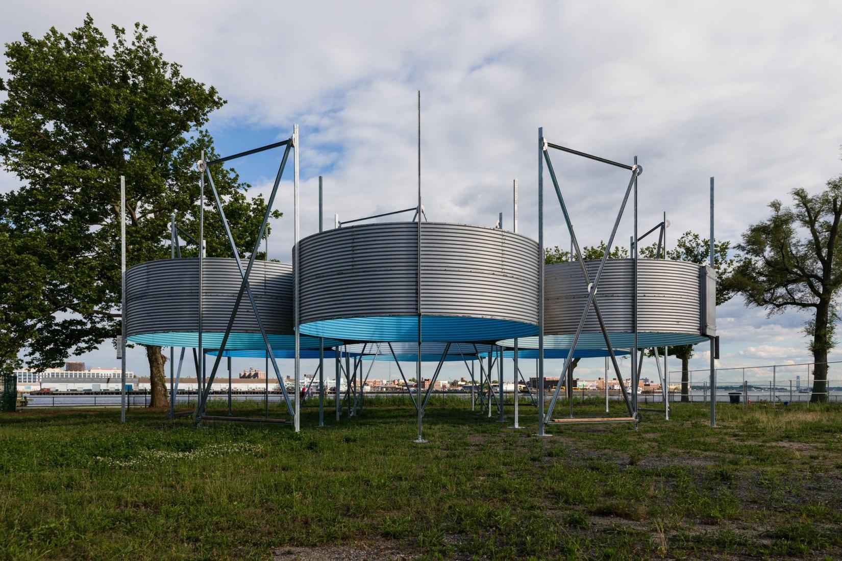 Instalación de arte Oculi en Governors Island. Fotografía por Zachary Taylor Newton