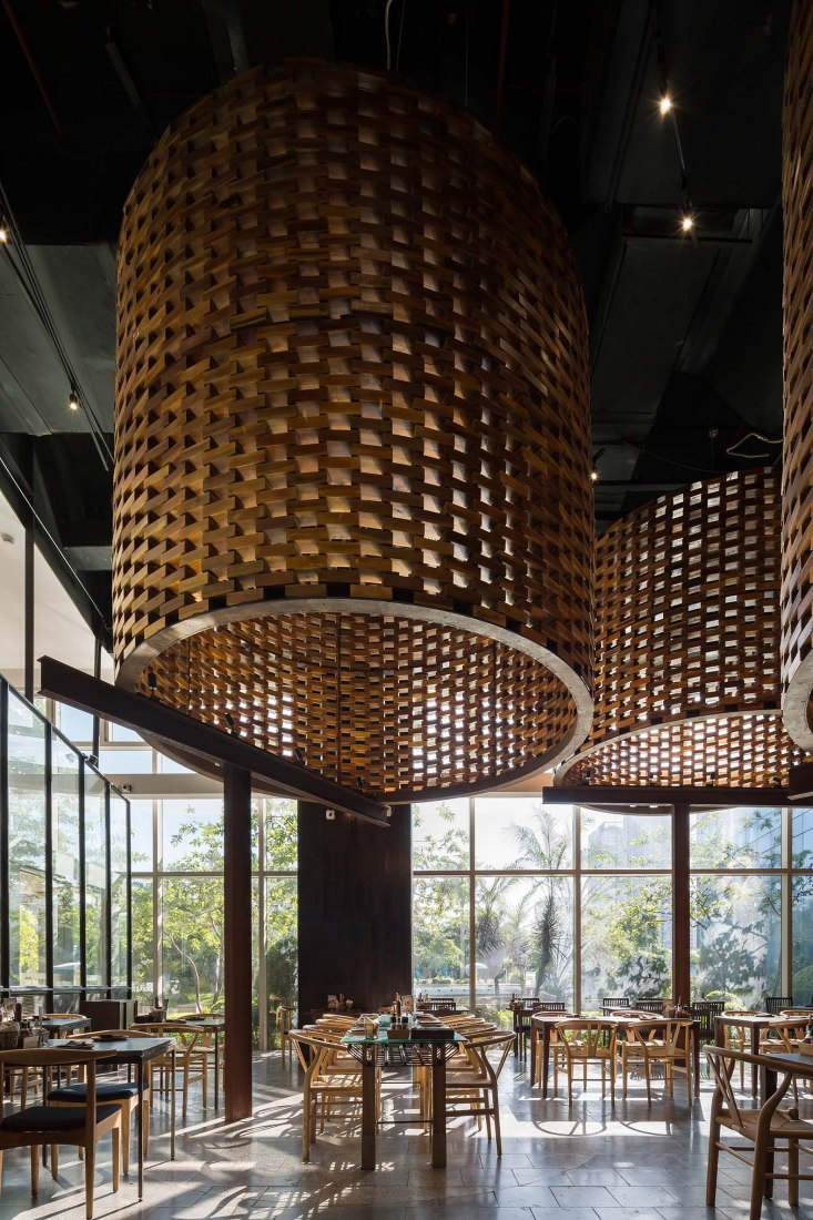 Pizza 4P's Restaurant in Landmark 72 by ODDO architects. Photograph by Hoang Le