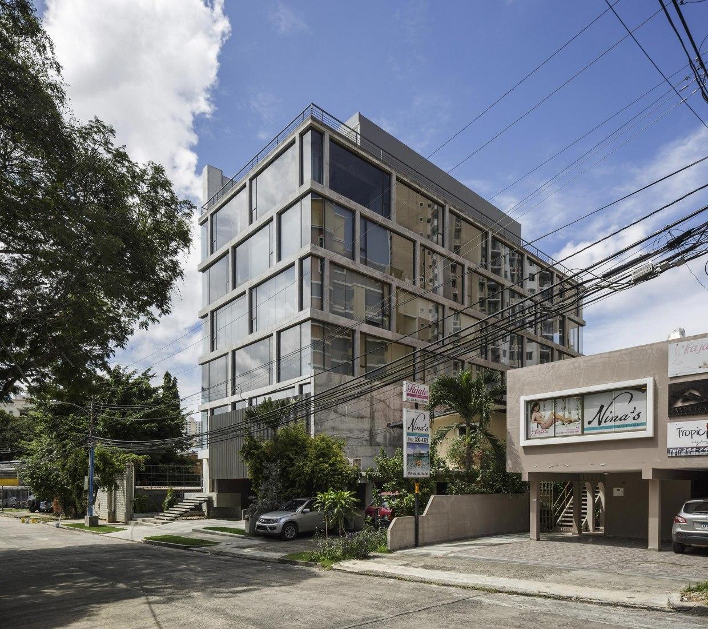 Vista exterior. Edificio de oficinas en Ciudad de Panamá por Ventura y Asociados Arquitectos Fotografía © Fernando Aldá