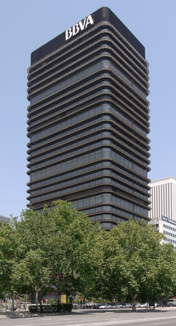 Torre BBVA, originalmente Banco de Bilbao  Pº de la Castellana, 79 y 81, Madrid, España, por Francisco Javier Sáenz de Oíza. Fotografía por Xauxa Håkan Svensson. CC