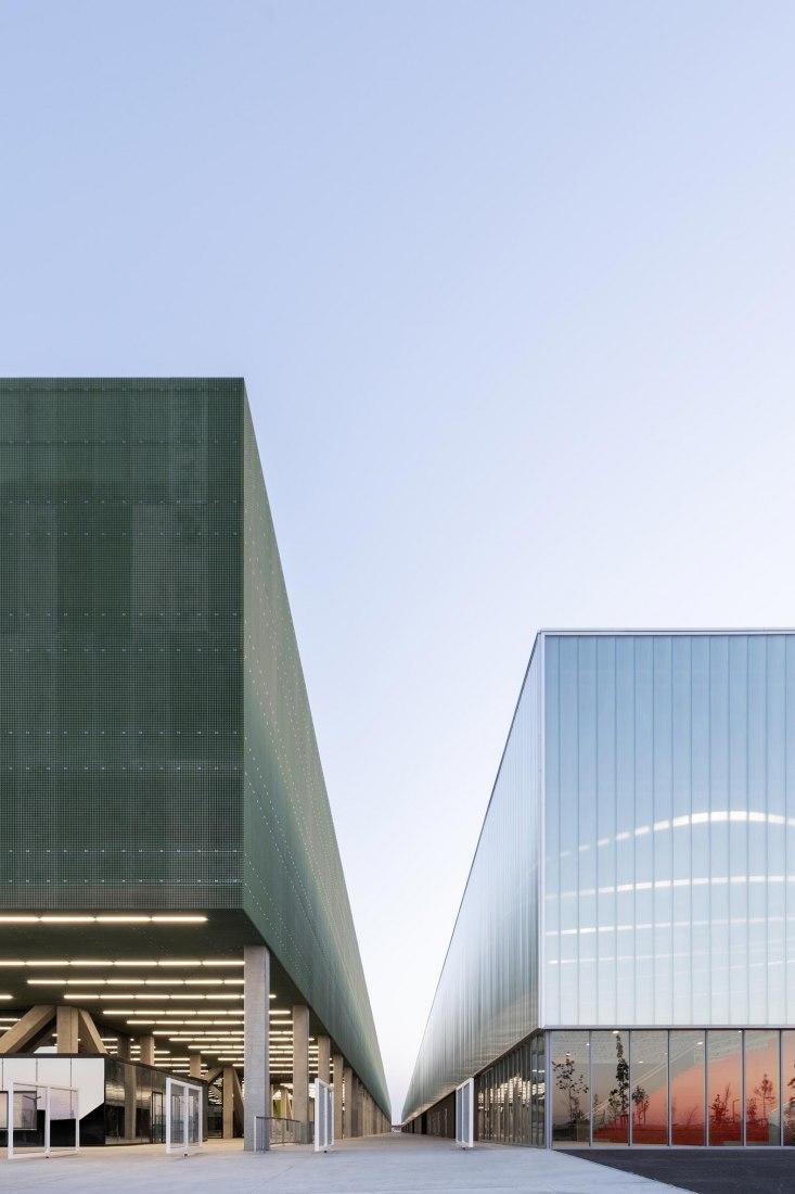 MEETT Centro de exposiciones y convenciones de Toulouse por OMA. Fotografía por Marco Cappelletti