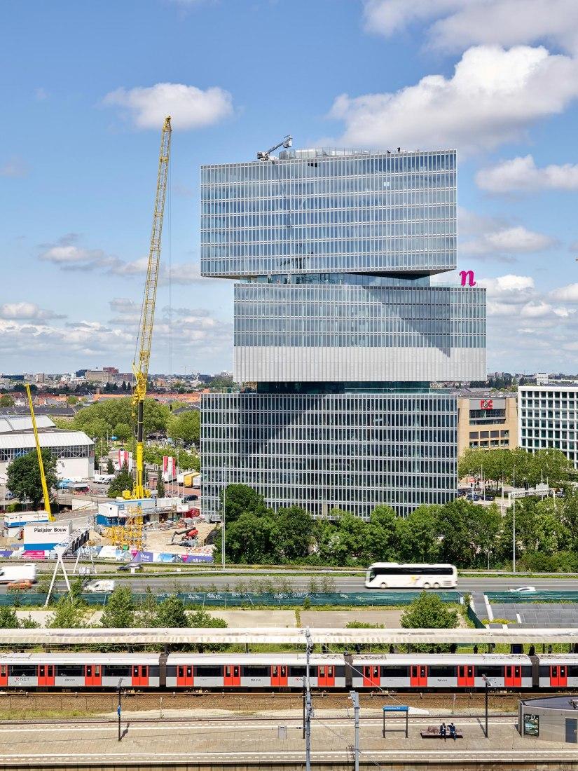 Hotel Nhow Amsterdam RAI por OMA/Reinier de Graaf. Fotografía por Walter Herfst, imagen cortesía de OMA