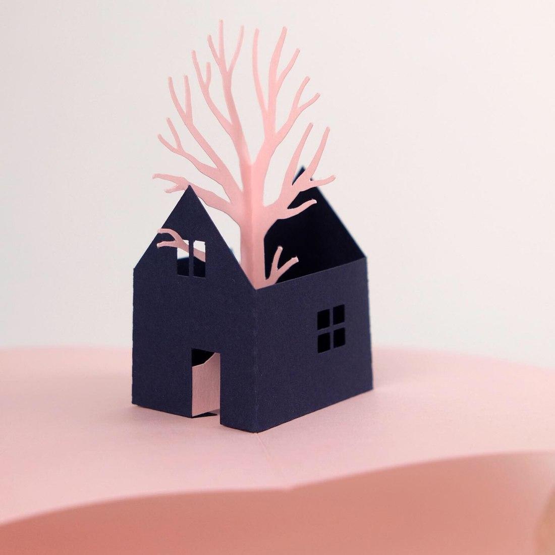 Pop-up del libro. Un árbol en la casa por Óscar Blasco Lázaro. Fotografía por Un árbol en la casa.