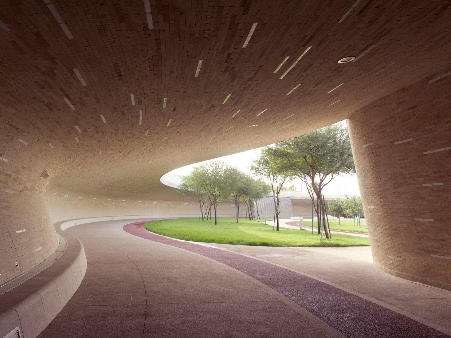 Covered Walkway - Lower Park Level. Oxygen Park, Education City by AECOM. Photograph © Markus Elblaus