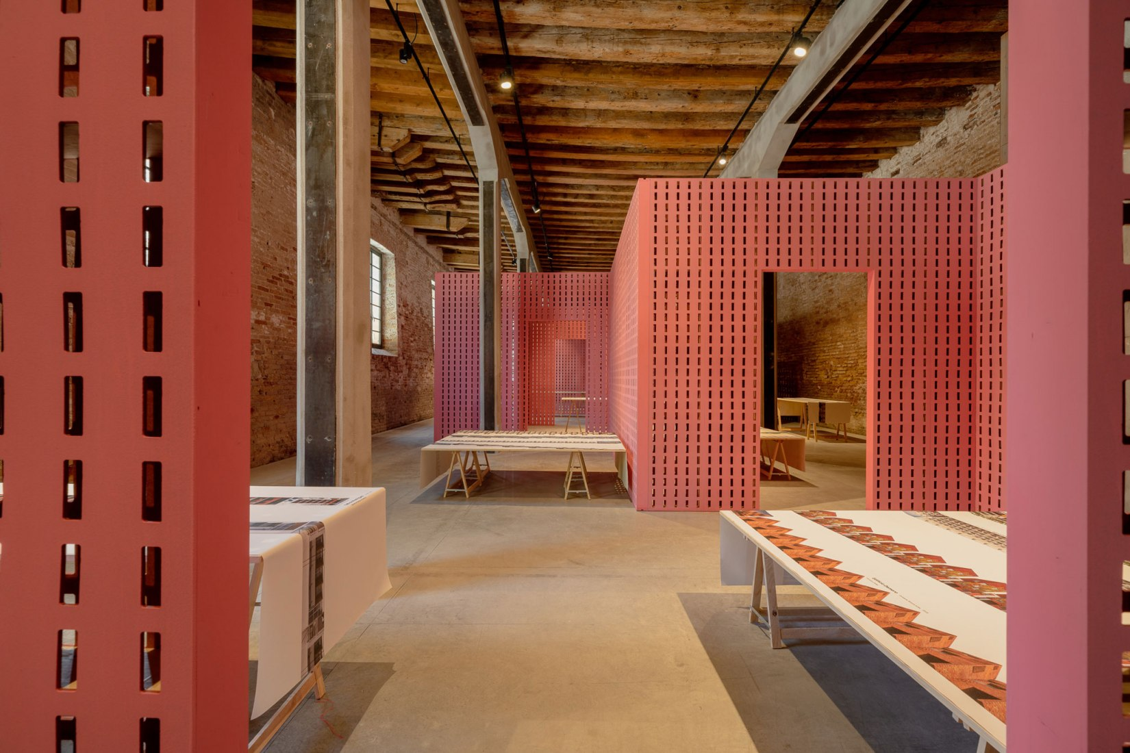 La casa infinita. Pabellón argentino de la Biennale di Venezia por Gerardo Caballero. Fotografía por Andrea Avezzù