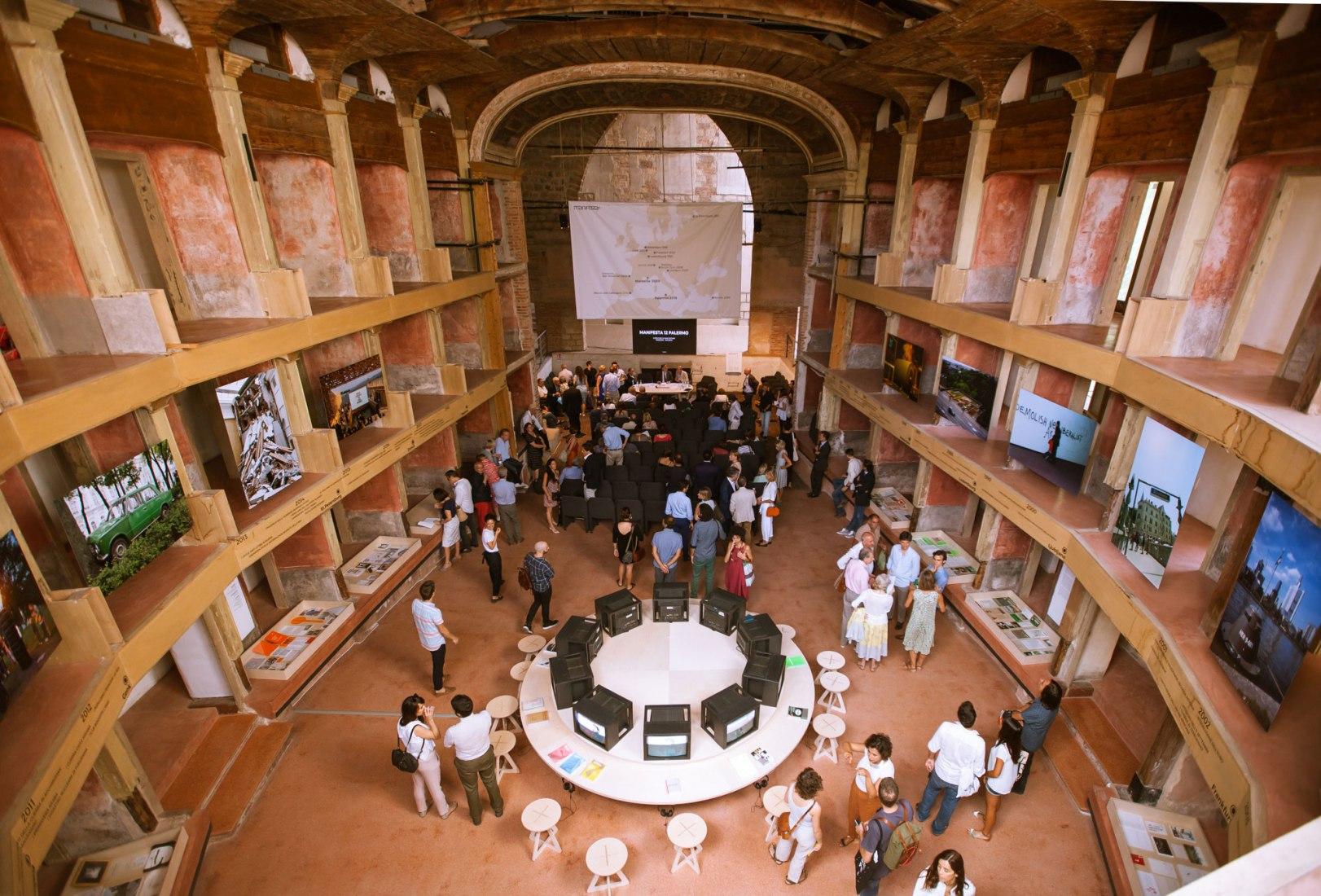 Presentación de Palermo Atlas. Teatro Garibaldi Palermo. Fotografía © CAVE Studio, cortesía de Manifesta 01