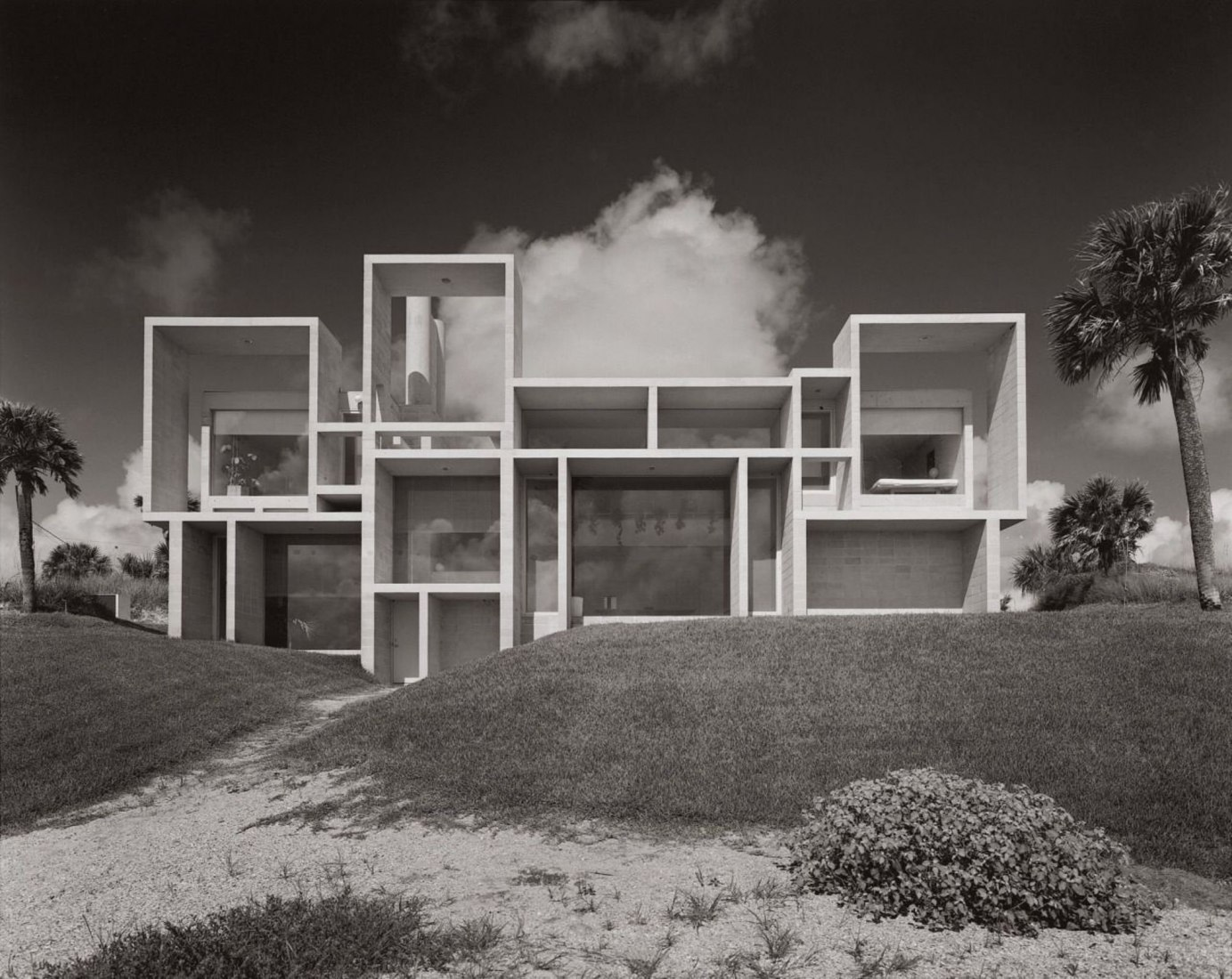 Bill Maris, Paul Rudolph, Milam Residence, Ponte Vedra Beach, Florida, 1962. Photograph by Bill Maris, courtesy of Collection SFMOMA