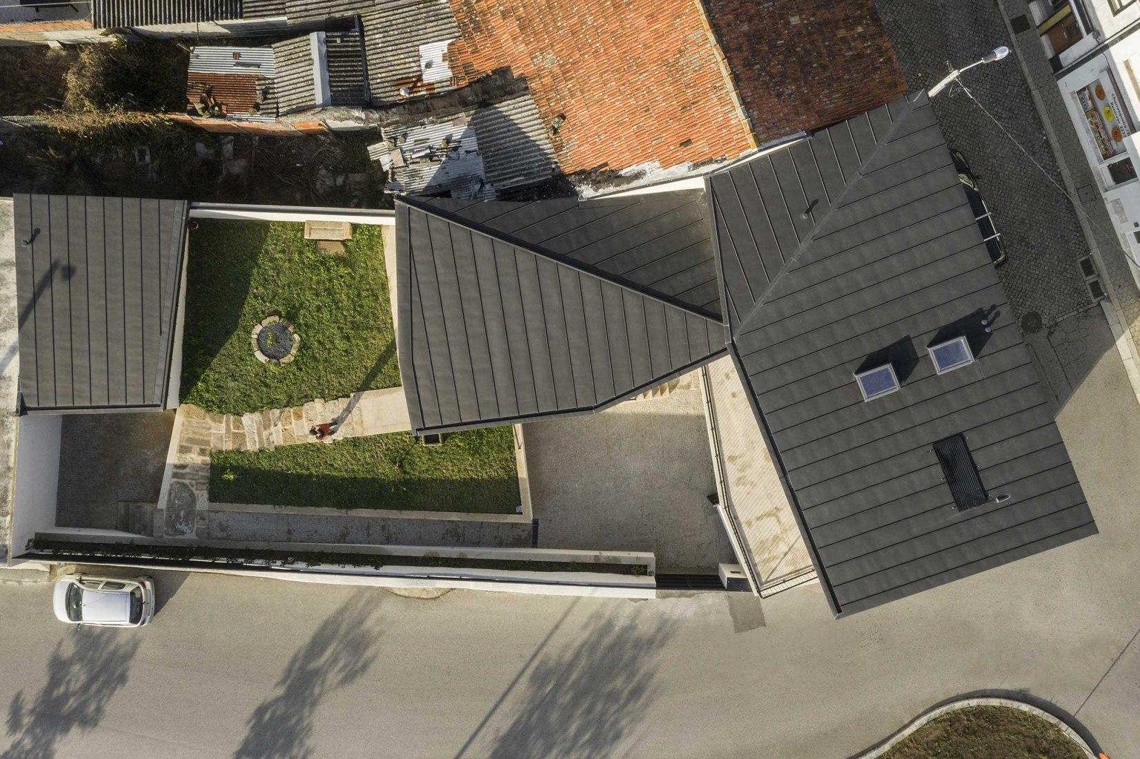 Casa Santa Marinha by Paulo Moreira Architectures. Photograph by Ivo Tavares Studio