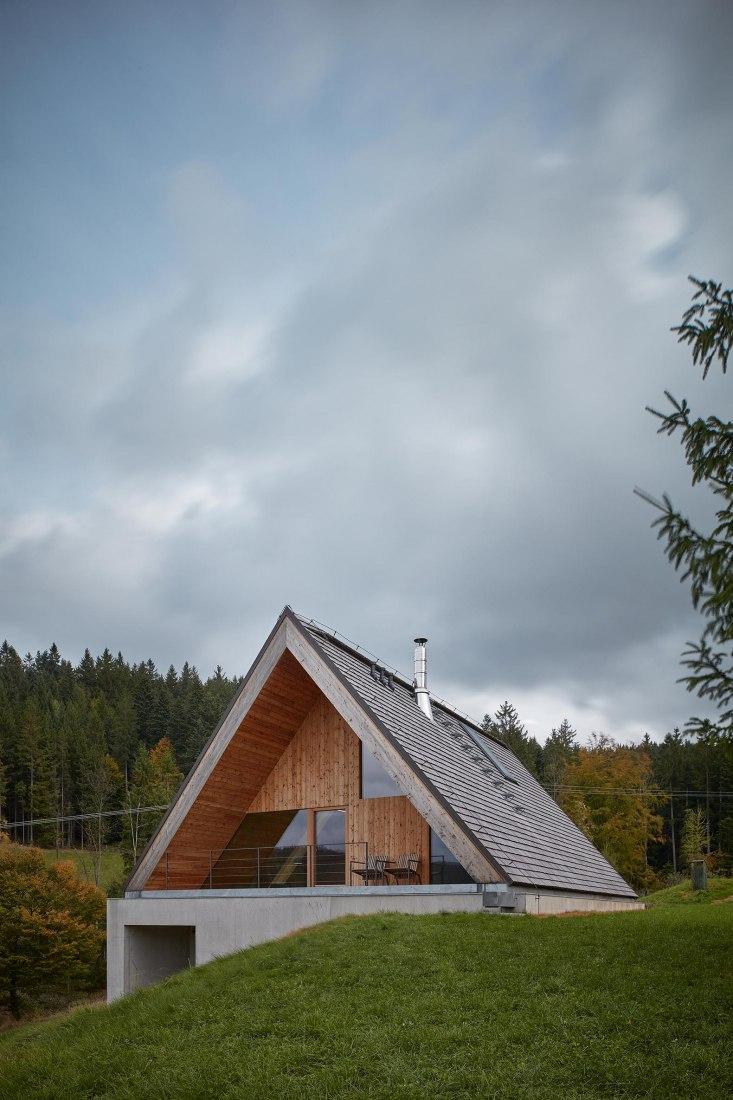 Casa de fin de semana en Beskydy por Pavel Míček Architects. Fotografía por BoysPlayNice