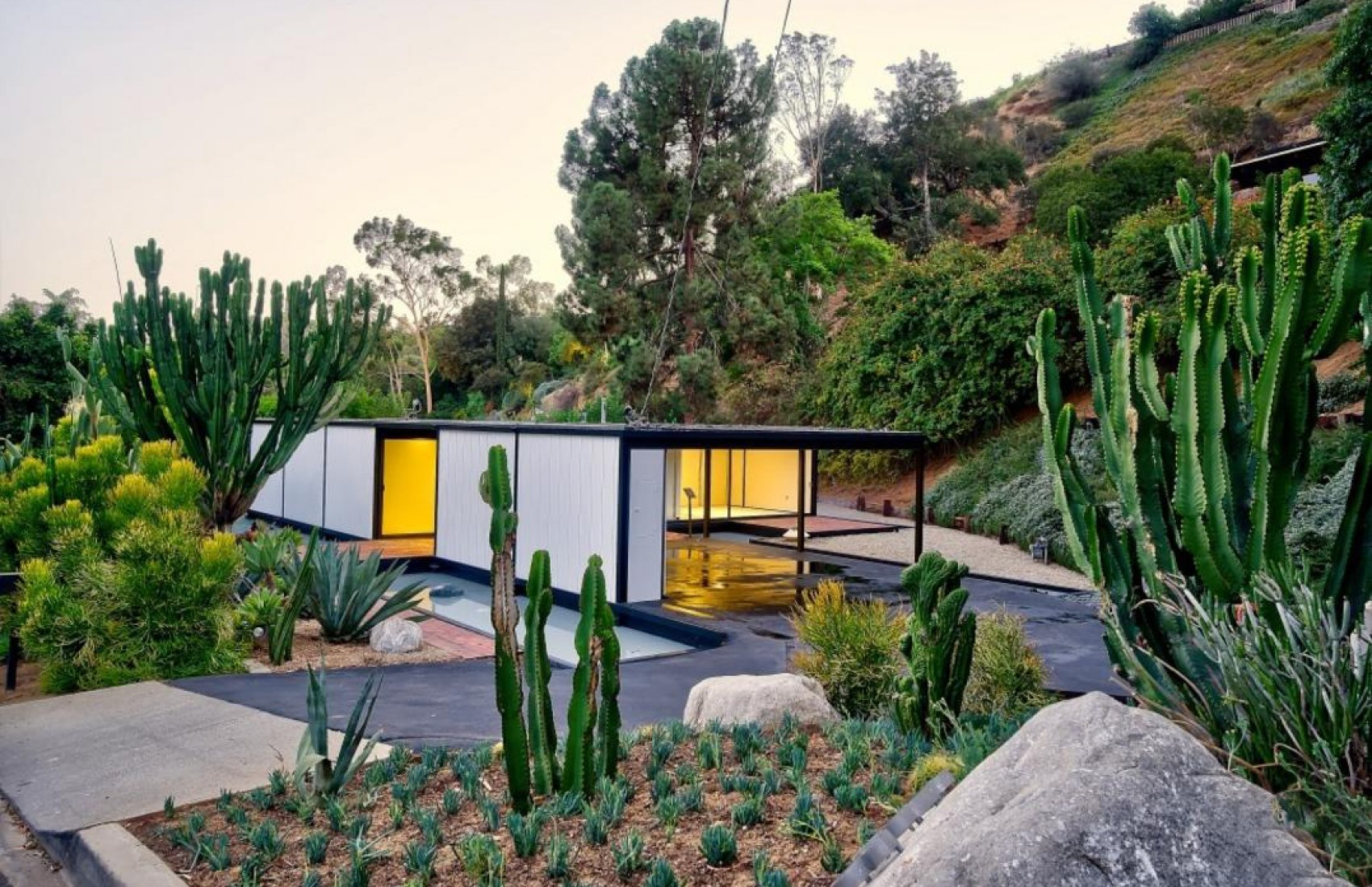 Case Study House #21 by Pierre Koenig. Photograph by Matthew Momberger, courtesy of Pacific Union LA