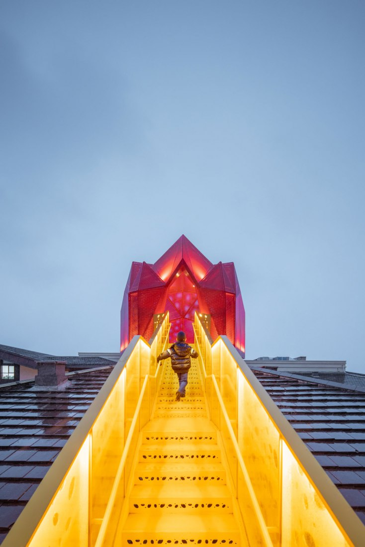 Red flying house. Polycarbonate Neverland. Aranya Kid's restaurant by Wutopia Lab. Photograph by CreatAR Images