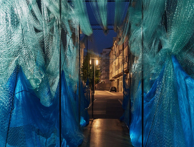 LA MURALLA DEL MAR. CUAC Arquitectura. Primera edición de Experimenta Pontevedra, el nuevo Festival de Diseño Urbano. Fotografía por Roberto Treviño