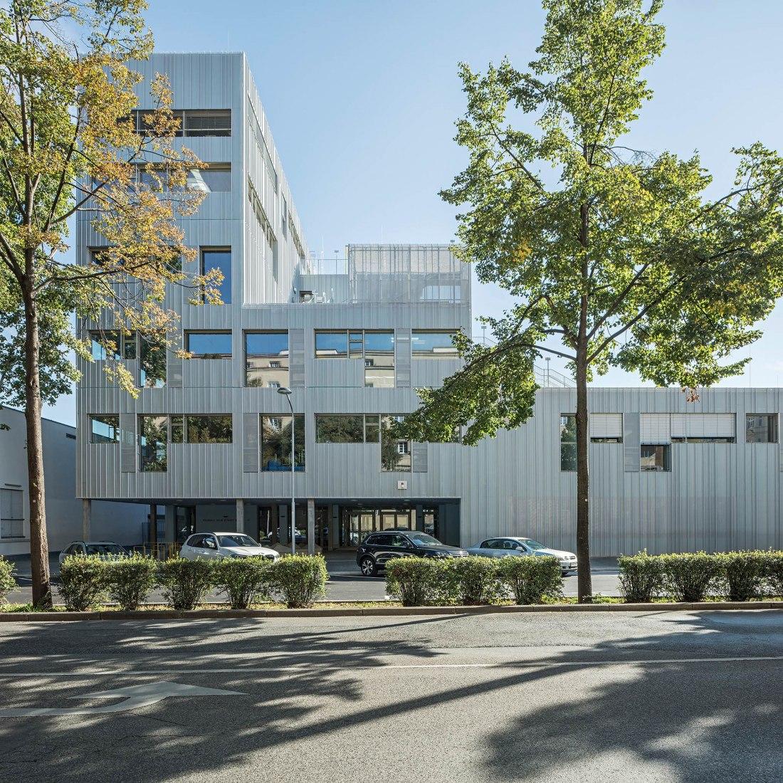Escuela primaria y profesional Längenfeldgasse por PPAG architects. Fotografía por Hertha Hurnaus.