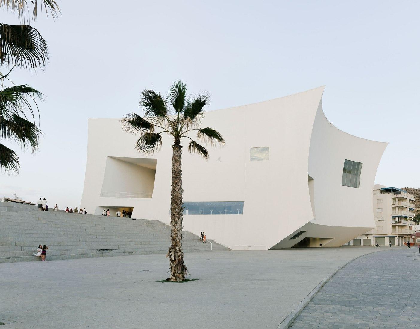 Auditorium Águilas por Barozzi & Viega. Imagen cortesía de Itinerant Office.