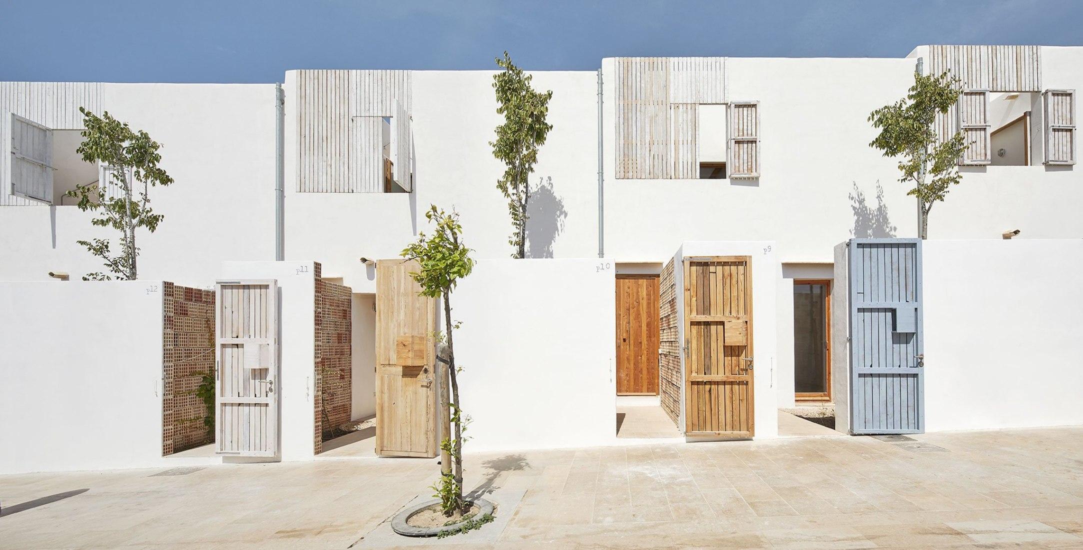 FAD architecture prize 2018. Life Reusing Posidonia/ 14 social housing at Sant Ferran, Formentera by Carles Oliver Barceló, Antonio Martín Procopio, Joaquín Moyá Costa, Alfonso Reina Ferragut. Photograph by José Hevia