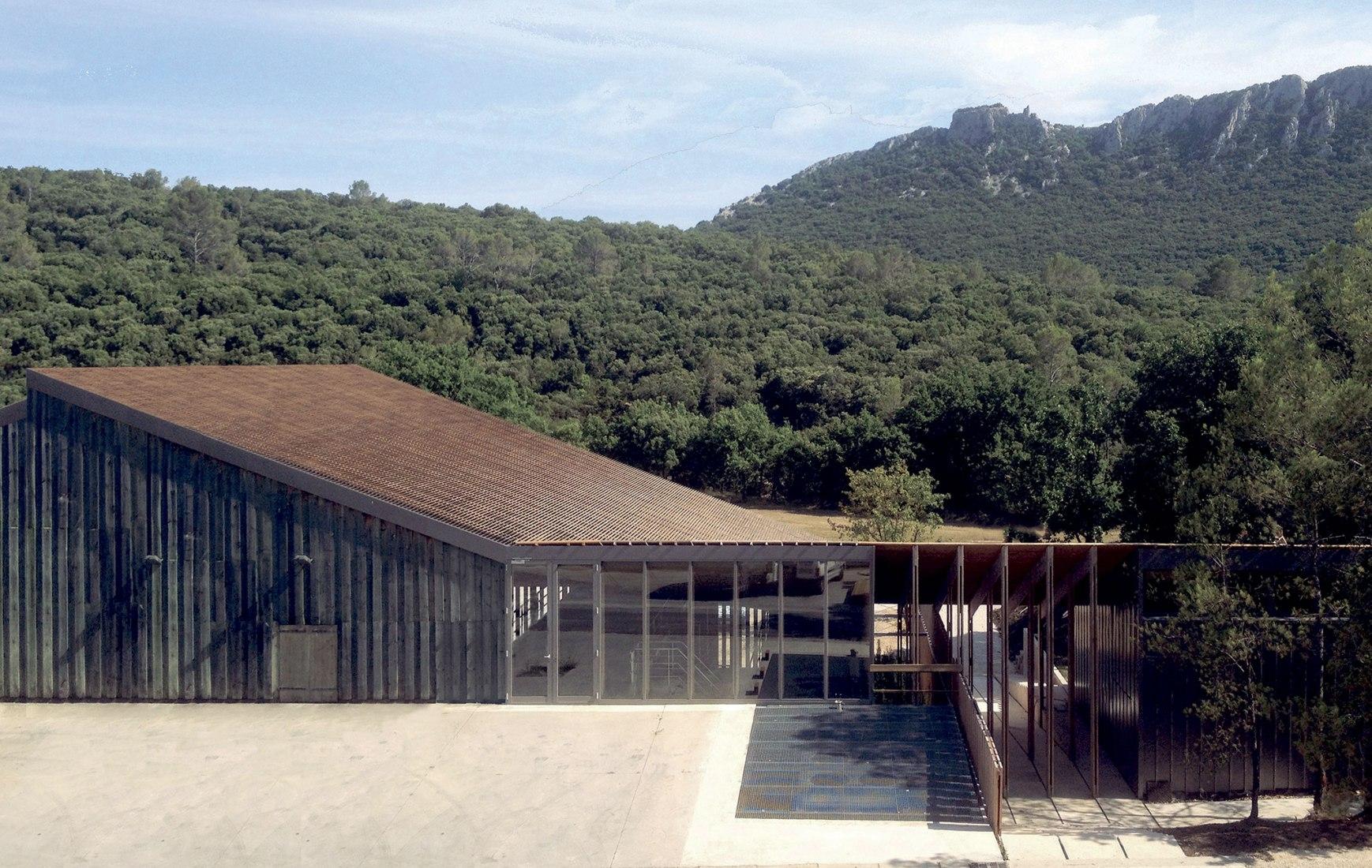 FINALISTA PREMIOS INTERNACIONALES. Cava Vini-vitícola Domaine de l' Hortus por Miquel Batlle, Michèle Orliac. Fotografía por michele&miquel
