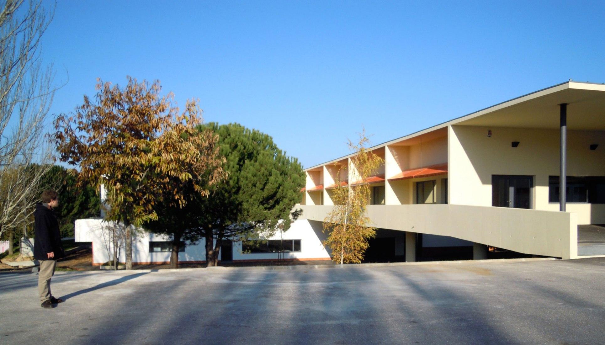 Escuela Primaria EB1 por Adalberto Dias. Imagen courtesía de los arquitectos