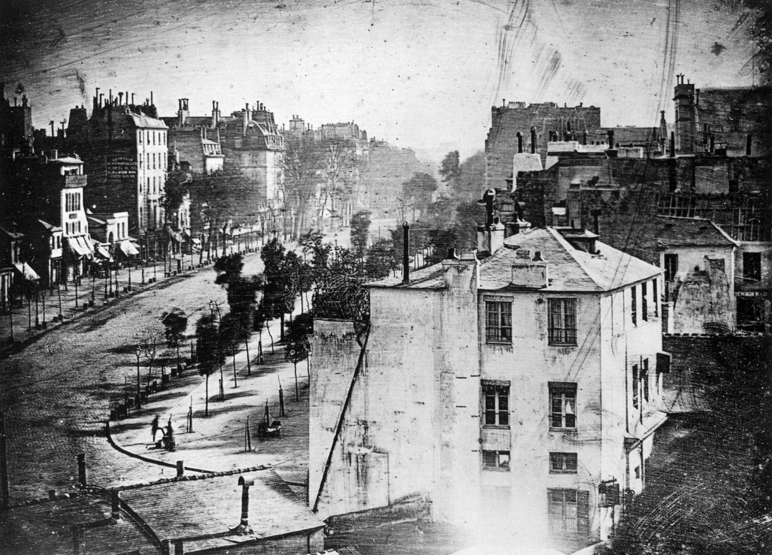 El Boulevard du Temple de París (1839). Foto de Louis-Jacques-Mandé Daguerre.