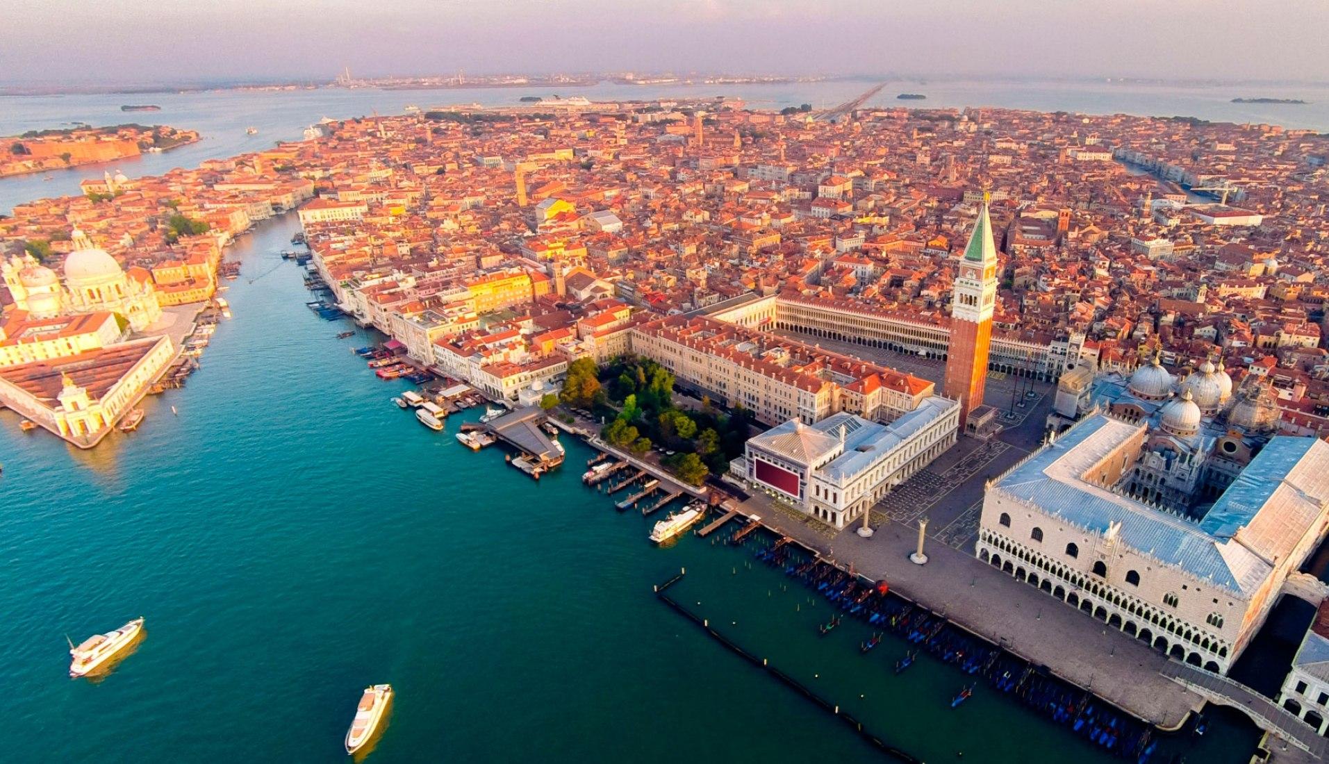 Renovación del histórico edificio Procuratie Vecchie en Venecia por David Chipperfield. Imagen cortesía de David Chipperfield Architects.