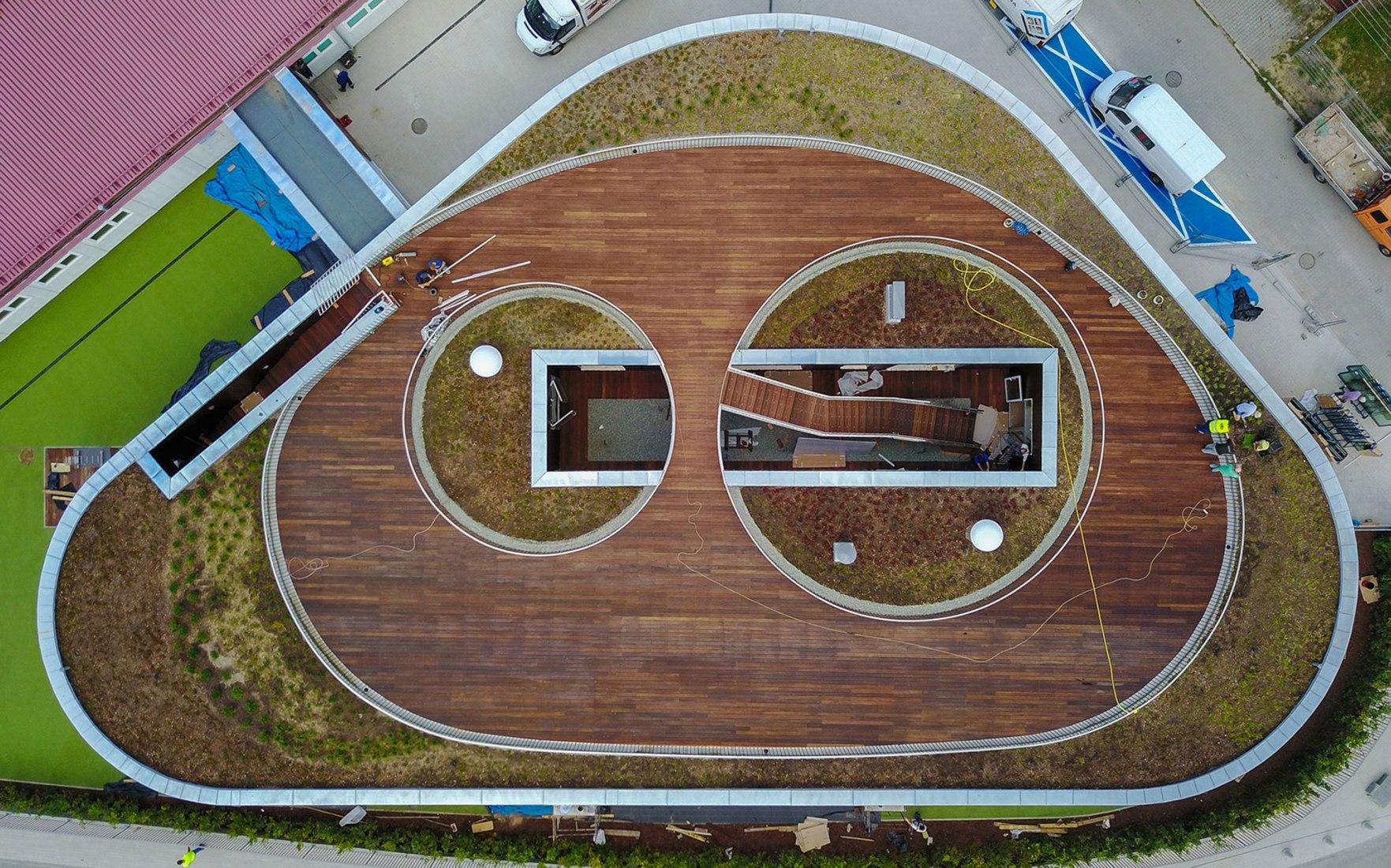 Guardería en Żory por Toprojekt. Fotografía por Wojciech Bęczarski - fotografía aérea